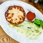 Польпеттонне из курицы и рикотты с картофельным пюре со шпинатом